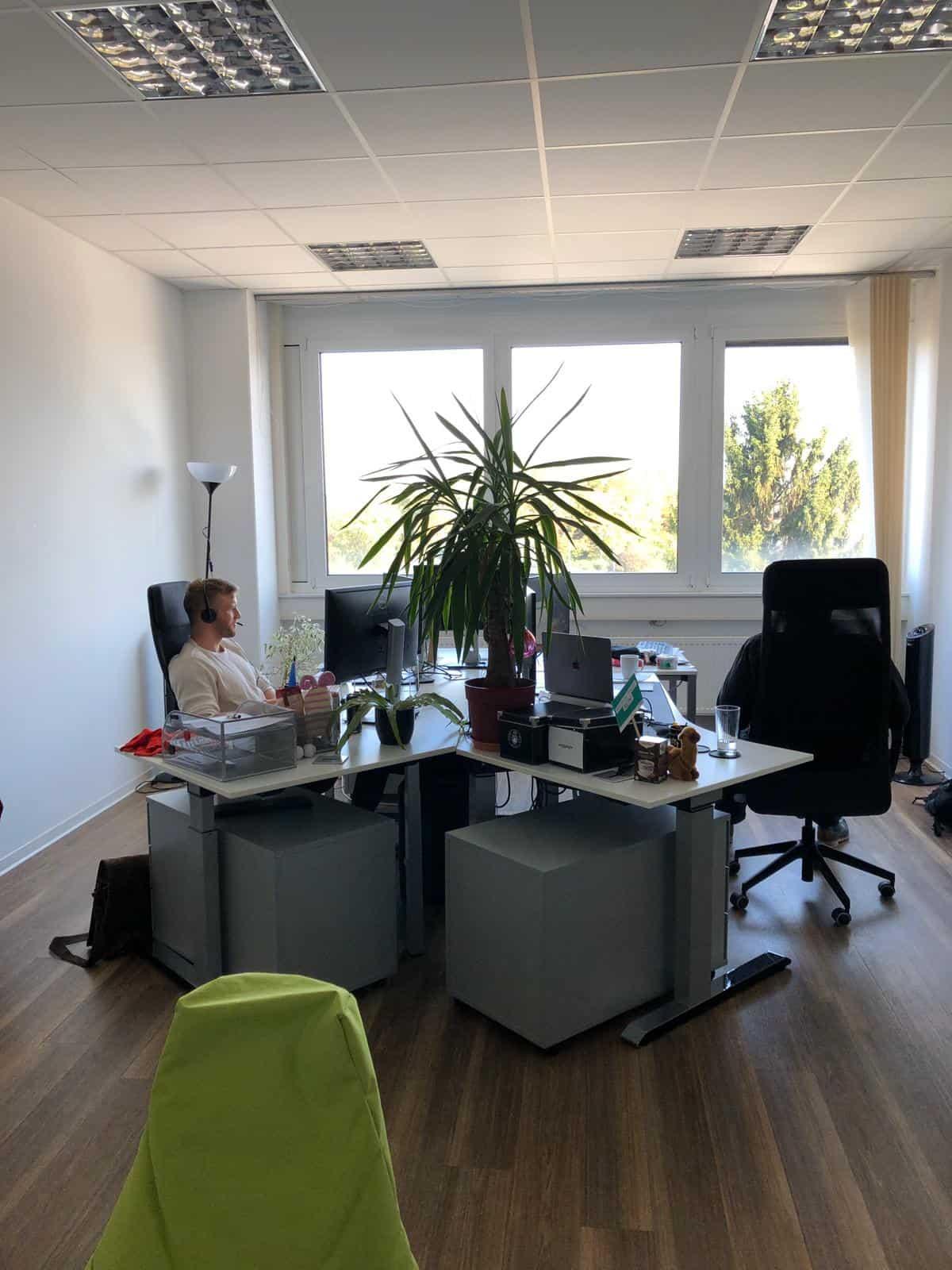 Büro für bis zu 4 Arbeitsplätze
